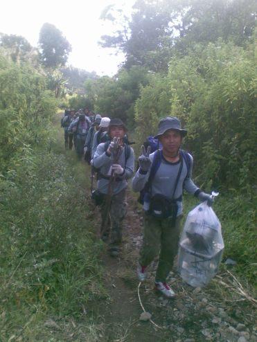 Perjalana dari garis start menuju perkemahan yang menghabiskan waktu 1,5 jam.saya ada di urutan No 2